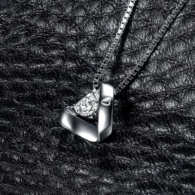 JewelryPalace 925 Sterling Silver Triangle Inciso Cuore 0.3ct Cubic Zirconia Pendente Della Collana 45 cm Catena Box Regalo Per Lei