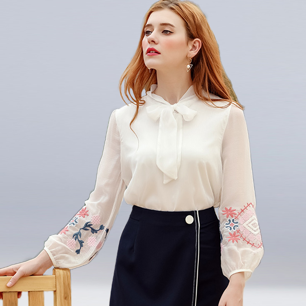 Women Chiffon Shirt 2018 New Retro Flower Embroidery Round Neck Bow Tie Lantern Sleeve Top Fashion Casual Sexy Shirt