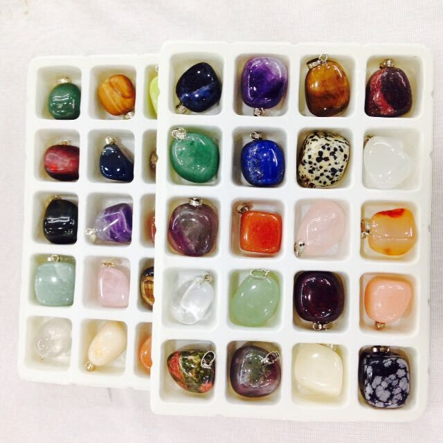 20pcs Natural Semi-precious Stone Pendants Mixed color Nuggets Charms Pendants for Necklace Jewelry Making 18-25mm(China)