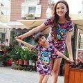 Лето стиль мать и дочь одежда хлопок без рукавов комикс печать платье семья соответствующие наряды одежда
