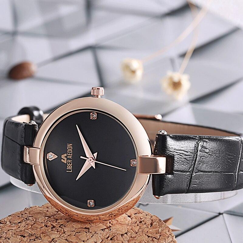 Мужские кварцевые часы в титановом корпусе черного цвета с циферблатом черного цвета и яркокрасрыми стрелочными указателями даты и дня недели.