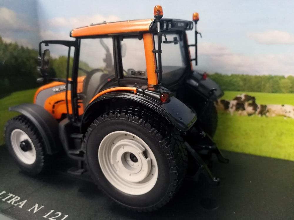 UH2930 1:32 Valtra N серия 121Kommunal трактор