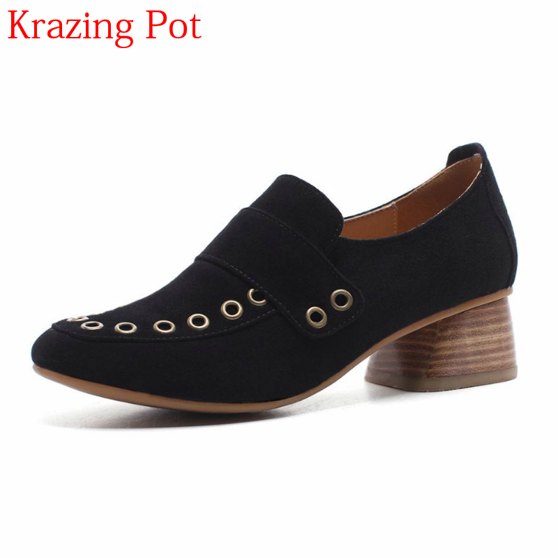 2018 Superstar Brand Shoes Cow Suede Round Toe Slip on Rivets Elegant Med Heels Retro Shoes High Street Fashion Women Pumps L11 2018 superstar genuine leather streetwear med heels tassel slip on women pumps round toe retro sweet handmade casual shoes l03
