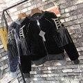 [Twotwinstyle] 2017 invierno remache de las borlas de manga larga abrigos sueltos gruesa felpa bomber jacket women capa nueva de la manera básica