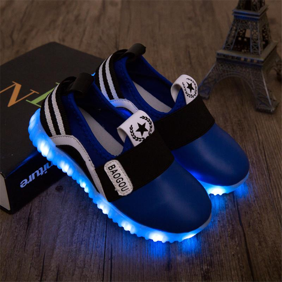 2017 Kids Casual Shoes Light Leather Shoes Girl Sneakers With Flashing Lights Soft Luminous Led Neon Sneakers Light 60Z0099 vik max adult kids dark blue leather figure skate shoes with aluminium alloy frame and stainless steel ice blade