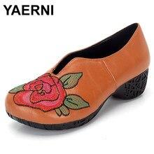 Yaerni mulheres bombas de couro bordado rosa flor 5 cm salto alto definir pé preguiçoso sapatos flor artesanal e483