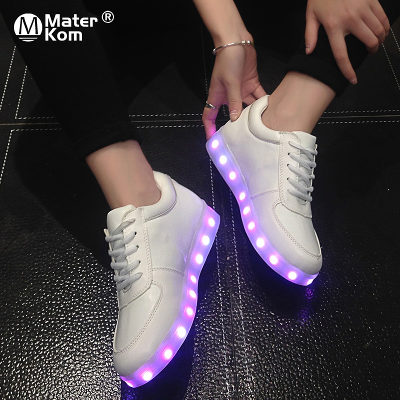 Tamaño 30-43 Graffiti zapatillas luminosas con luz Soles niños USB blanco zapatos Tenis Led que brillan intensamente embroma led zapatillas 25
