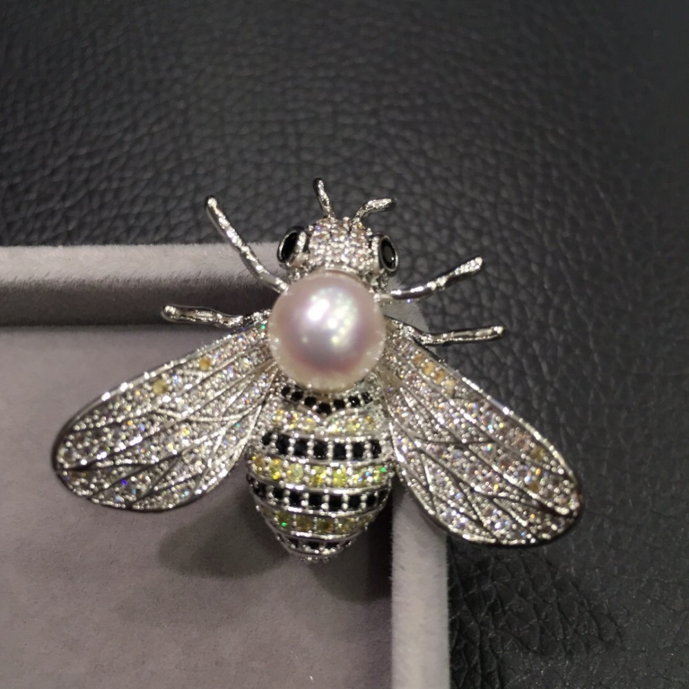 8-9MM natural sea water pearl brooch pins akoya pearl copper with cubic zircon bee brooch pendant double use fashion jewelry baroque natural fresh water pearl brooch pins copper with cubic zircon maple leaf brooch pins office career fashion women jewel