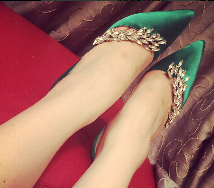 HOT SALE Bling Bling Leaf Shaped Rhinestone Decorated Sexy Pumps Woman Red Green Black Champagne High Heel Slip on Dress Shoes