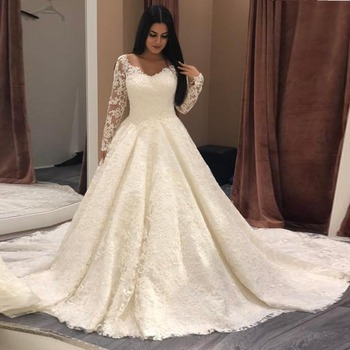 Elegant Muslim Lace Wedding Gowns 2019 Full Sleeves Puffy Arabic Bridal Dresses V-neck See Through Back Buttons Robe De Mariee