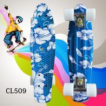 22 Polegada completa mini placa de skate com padrão de flores brancas para a menina e o menino para desfrutar do skate mini rocket board