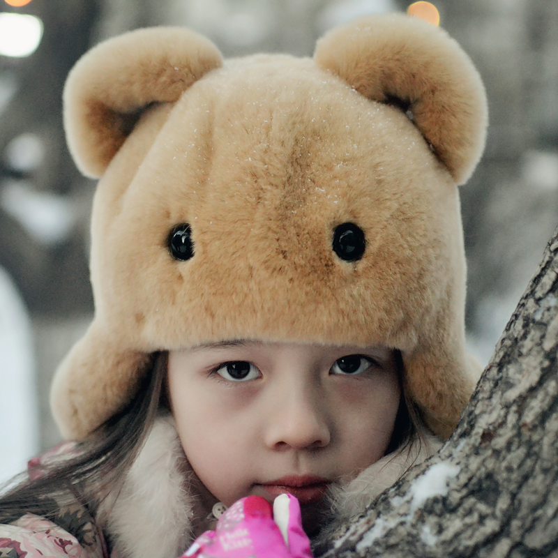 цена 2018 New Children Hats Whole Skin Cap Real Rex Rabbit Fur Hats Cute Hats Baby Winter Warm Caps Real Fur Ear Protection Hat HT-11