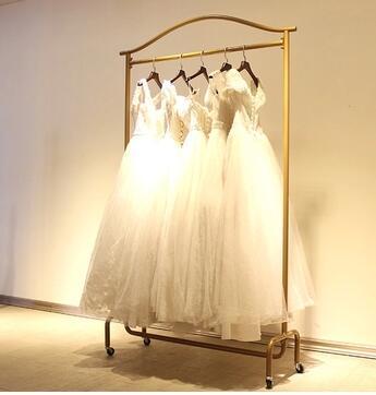 European-style boutique wedding dress photography shop wedding gown display display rack. Iron art hang clothes shelf shelf 1113