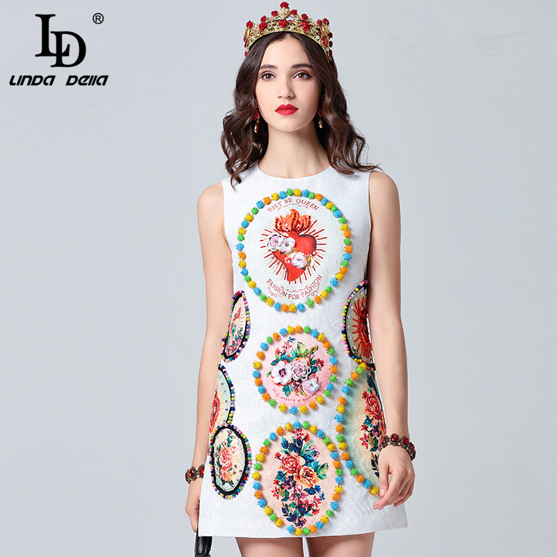 LD LINDA DELLA 2019 แฟชั่นรันเวย์ฤดูร้อนชุดสตรีแขนกุดสีขาวคริสตัล Cequin ดอกไม้พิมพ์มินิชุดสั้น-ใน ชุดเดรส จาก เสื้อผ้าสตรี บน   2