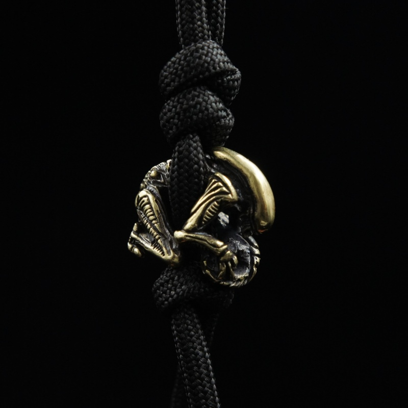 Classic Alien Knife Beads EDC Umbrella Rope Pendant Flashlight Fall Manual DIY Ornaments Paracord