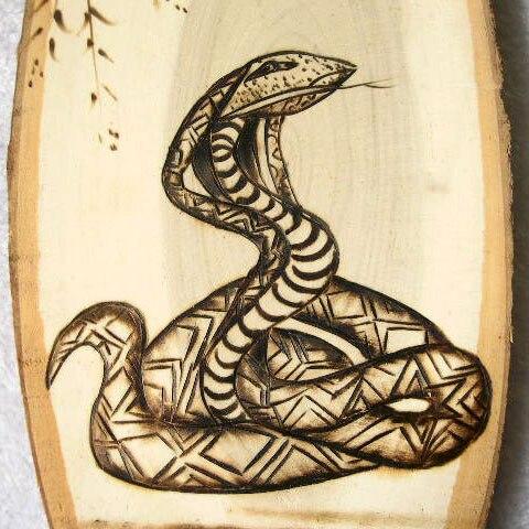 Serpent bois de peuplier pyrogravure animaux peintures - Peinture effet serpent ...