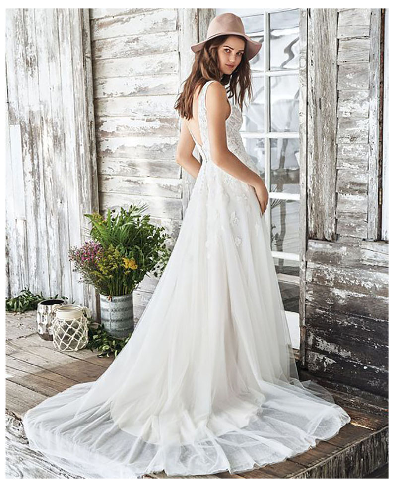 2019 Boho Wedding Dresses V Neck Backless Lace Appliques Bride Gowns Floor Length Beach Chiffon Wedding Dress See Through in Wedding Dresses from Weddings Events