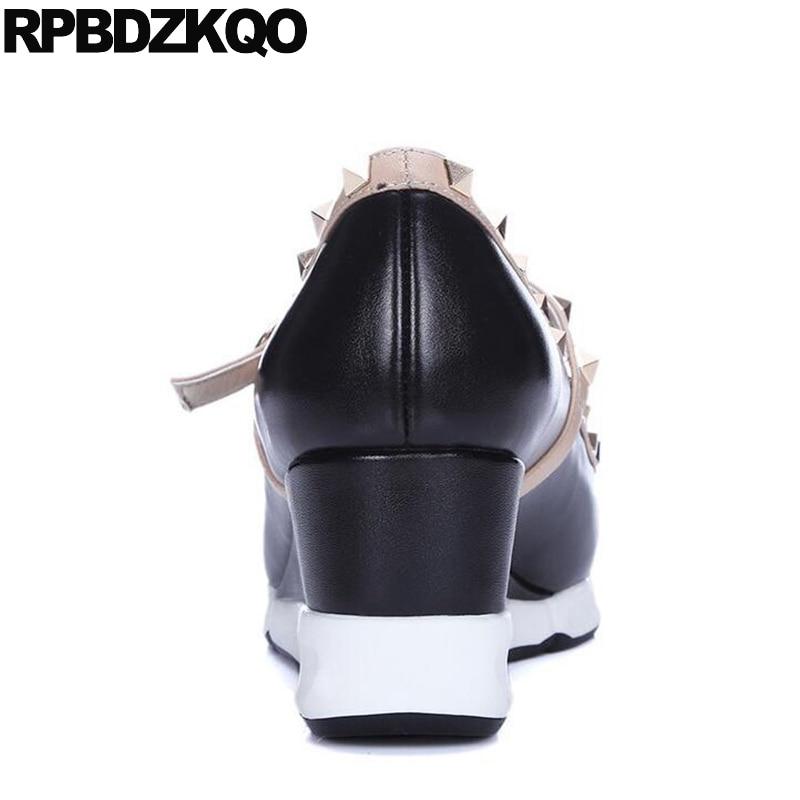 Viga Bombas Couro Legítimo Cunha Sapatos De Designer Europeus Italiano Apontado Para Cima Médio Mulher T Alça Rebite Salto Alto Casual Preto Chinês Moda Primavera Outono China Novo - 3