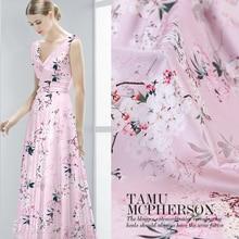 قماش حرير وردي من الكمثرى مطبوع عليه زهور لعرض الفستان مقاس 42 بوصة