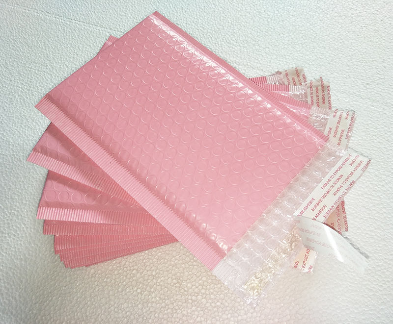 Free shipping 50pcs Usable space 13x20+4cm Light pink Poly bubble Mailer envelopes padded Mailing Bag Self Sealing 2