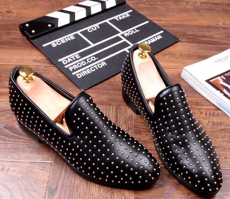 2018 Flats Mocassins Rebites De Couro Para Genuíno Spikes Primavera Handmade Condução Sapatos Hombre Único Homens Moda Sólido AwAr4