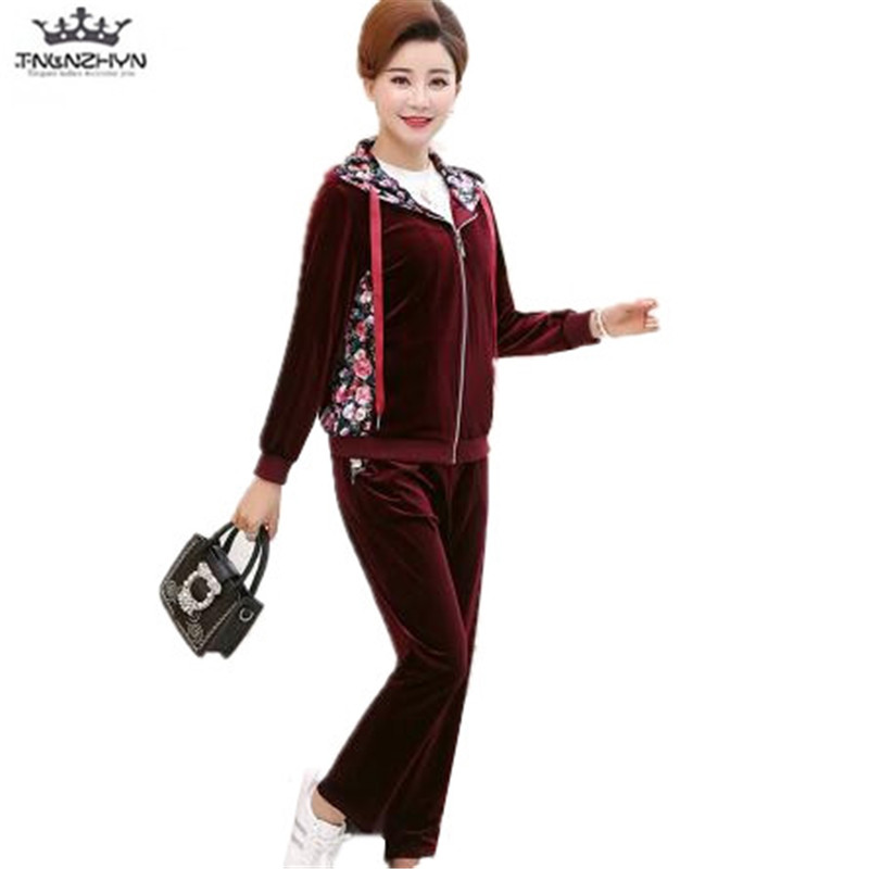 tnlnzhyn 2018 Spring elderly Women Sporting Suit 2 Pieces Set Zippers Hooded Sweatshirts And Pants Casual gold velvet Suits Y965