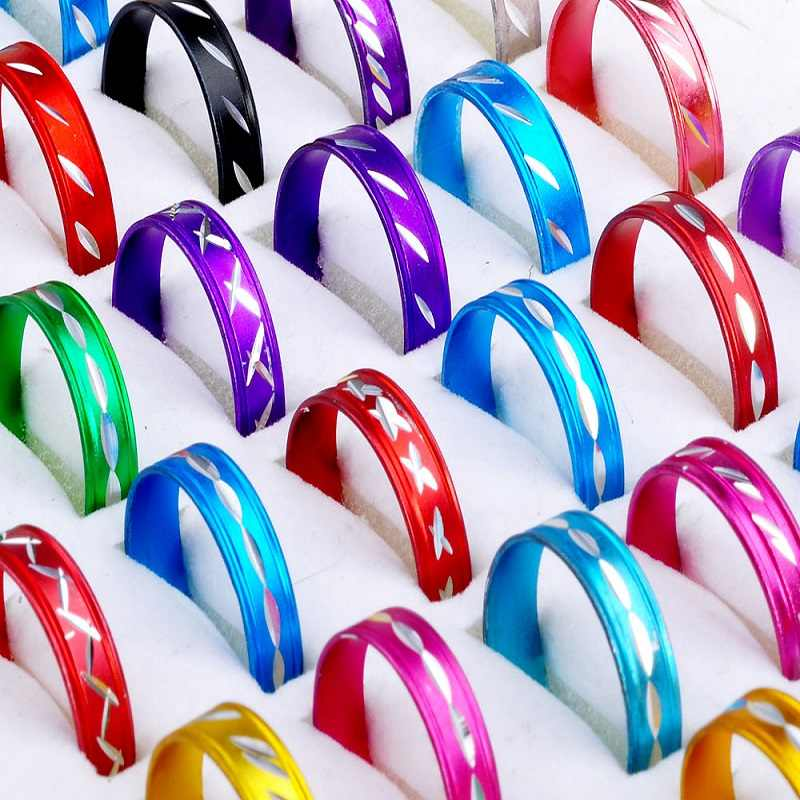 Wholesale 100pcs Fashion Ring Colorful Design Aluminum Rings For Women Girl Send Randomly Fashion Jewelry Anel
