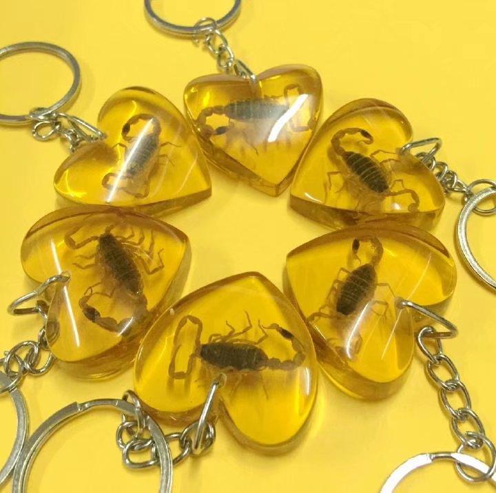 Takı ve Aksesuarları'ten Anahtar Zincirleri'de ÜCRETSIZ KARGO YQTDMY Akıllı Alışveriş 100 ADET kişisel altın akrep kral kalp tasarım şık anahtarlık'da  Grup 3