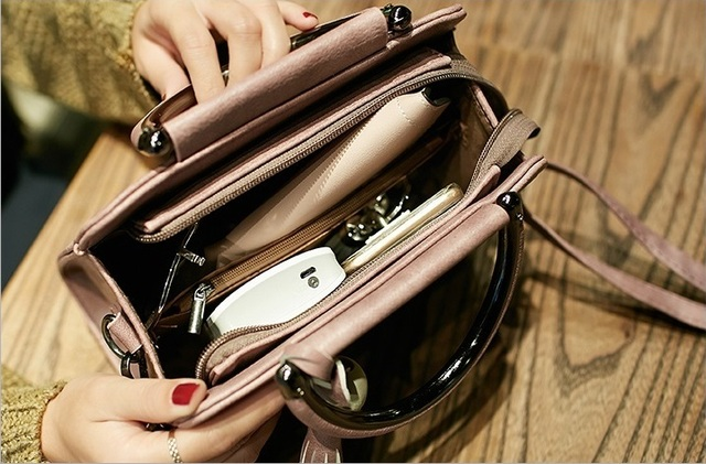 Women handbags, simple fashion flap, trend tassel woman messenger bag, Korean version shoulder bag.