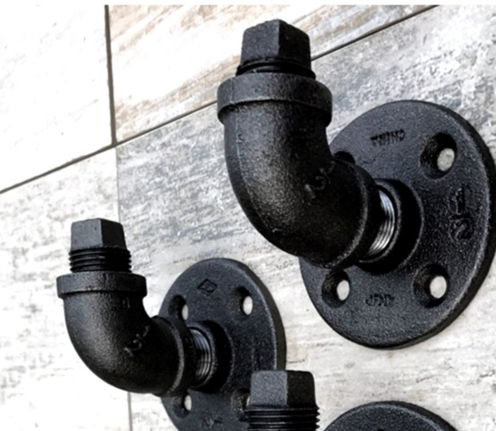 Image 2 - 2PCS/SET  7x5x5cm  Good quality Industrial style retro water pipe hook Wall hanging hook-in Hooks & Rails from Home & Garden