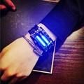 Lujo pantalla led electrónica relojes deportivos amantes de la manera mujeres de los hombres de acero inoxidable rojo binario luminoso smart watch