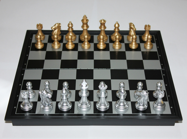 Ajedrez Magnético Plegable Plata y Negro con Piezas