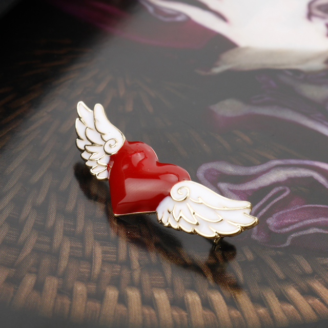 dongsheng Anime Jewelry Card Captor SAKURA Brooch Sailor Moon Angel Wings Red Heart Pendant Party Brooch Pins for Women Girl-40