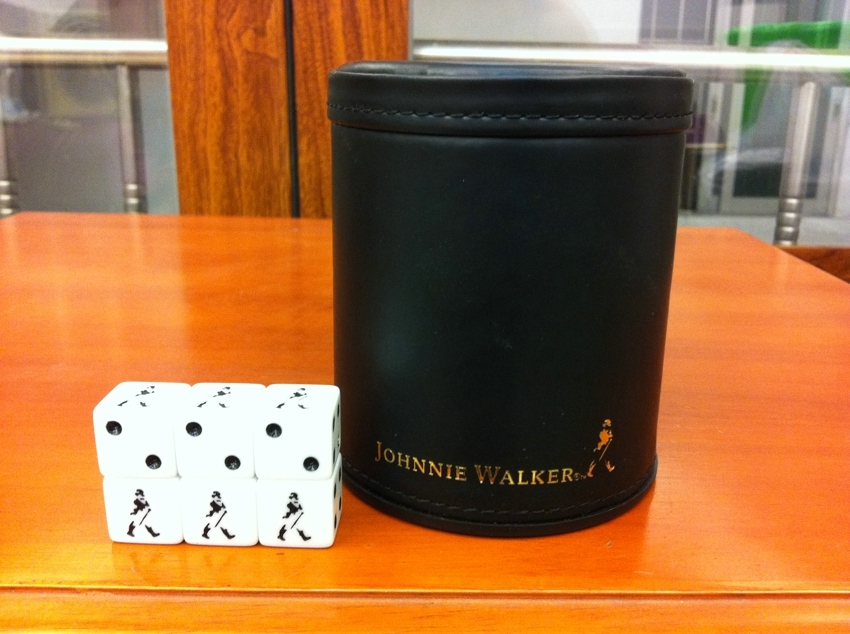 Whisky Johnnie Walker Red Label Screen Cup Copa de dados (1 pieza con 6 JW dados)