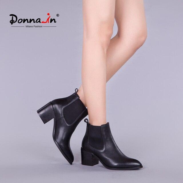 Donna-в Новинка 2017 года, стильное кожаные ботильоны с острым носком толстый каблук эластичный Женские короткие ботинки женская обувь больших размеров