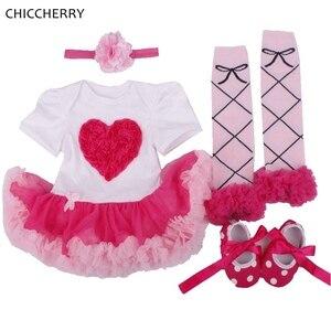 Кружевной комплект одежды с рюшами и аппликацией в виде сердечек для маленьких девочек, 4 предмета, Одежда для новорожденных, одежда для дня ...