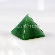 Зеленые авантюриновые подвески в виде пирамиды размером 30 мм