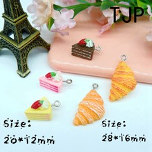 Kawaii Strawberry Kue Croissant Charms Liontin untuk DIY Dekorasi Gelang Kalung Anting-Anting Gantungan Kunci Perhiasan Membuat(China)