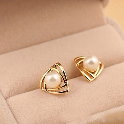 Golden plated 2017 Fashion Earrings Pearl Stud Earrings Brincos Perle Pendientes Bou Pearl Earrings Triangle Earrings For Woman