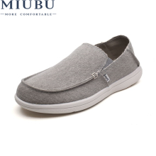 цена на MIUBU Canvas Shoes For Men Summer Breathable Fashion Casual Loafers Driving Shoes Slip-On Flats Shoes High Quality