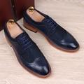 Inglaterra de la manera hombres del cuero genuino pisos de calzado zapatos brogue punta estrecha tallada bullock vendimia ocasional respirable cómodo hombre