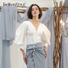 Женская блузка TWOTWINSTYLE, белая блузка с v образным вырезом и рукавами фонариками, тонкая короткая блузка 2020, модная одежда