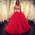 Luxo vermelho longo vestido Quinceanera 2017 querida fora do ombro frisada de cristal tulle vestido de baile vestido de debutante vestido 15 anos