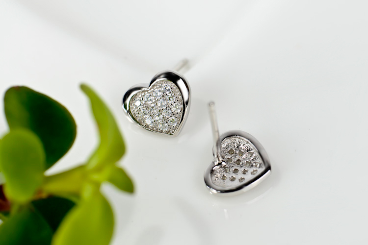 100% 925 Sterling Silver Charming Heart Stud Earrings