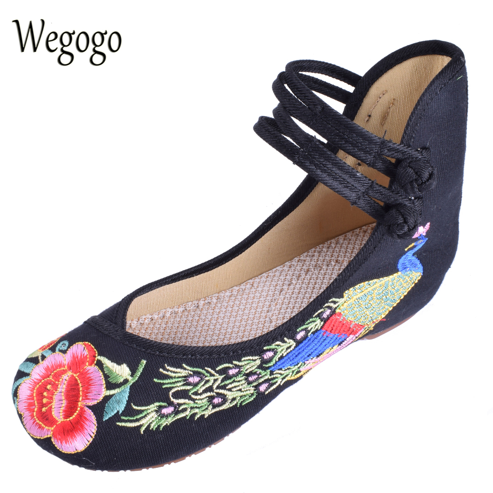 Wegogo Vintage Women Canvas Flats Shoes Old Beijing Mary Jane Ballet Flat Shoes Peacock Casual Cloth Shoes Woman Plus Size 34-43 peacock embroidery women shoes old peking mary jane flat heel denim flats soft sole women dance casual shoes height increase