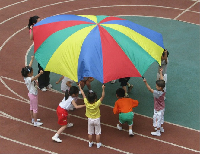 Купить с кэшбэком 1-7M Rainbow Umbrella Outdoor Children Kids Sport Development Parachute Toy Jump-sack Ballute Play Parachute Multiple dimensions