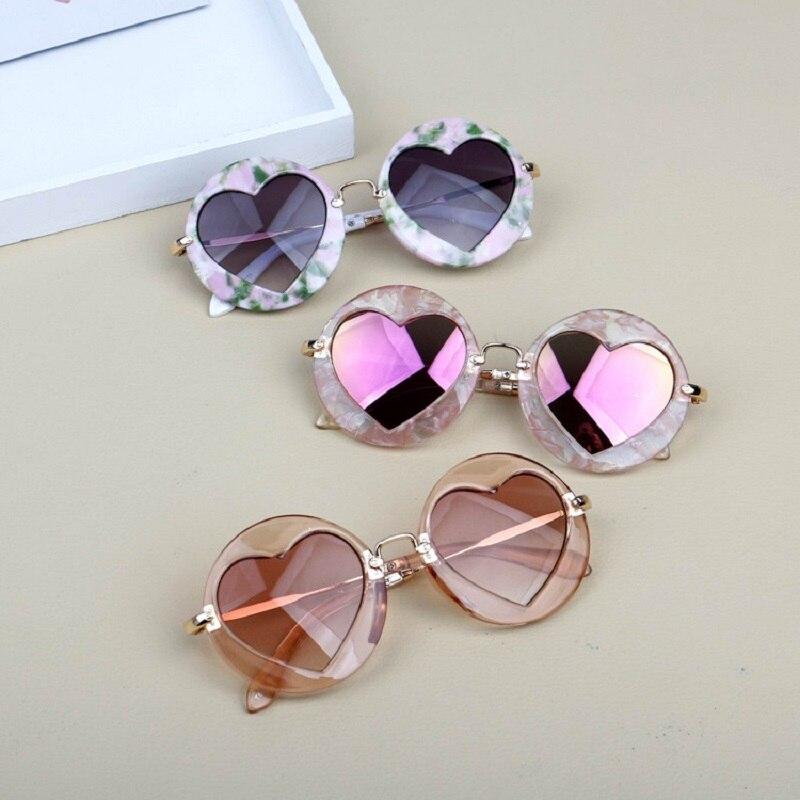 Kids Fashion Round Frame Heart Lens Children Vintage Sunglasses UV400 Girls Lovely Eyewear Sun Shade