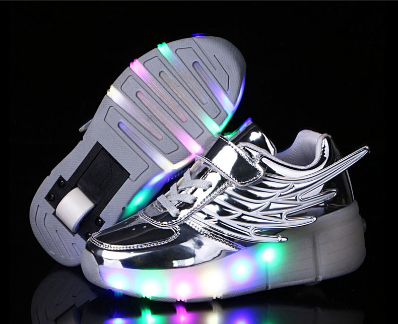 New Kids Black Glowing Sneakers With Wheels Boys Girls Automatic LED Light Roller Skates Shoes Child  tenis de rodinha4