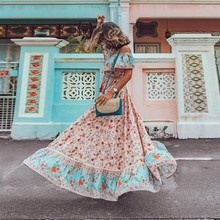 4c8b8f5b42605 Raisevern قبالة الكتف النساء البوهيمي اللباس خمر الزهور طباعة شاطئ بوهو  فستان طويل كبير سوينغ ماكسي