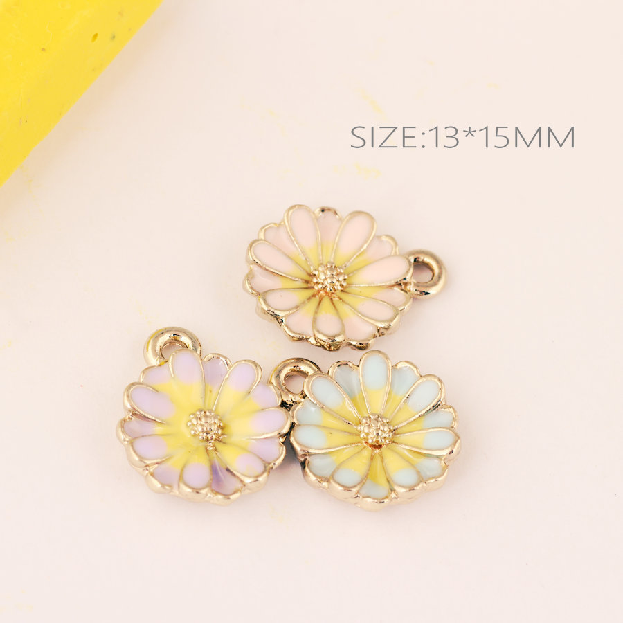 Wholesale 13*15MM Gold Tone Plated Enamel Alloy Daisy Flower Pendant DIY Jewelry Findings Bracelet Necklace Keyring Pendants